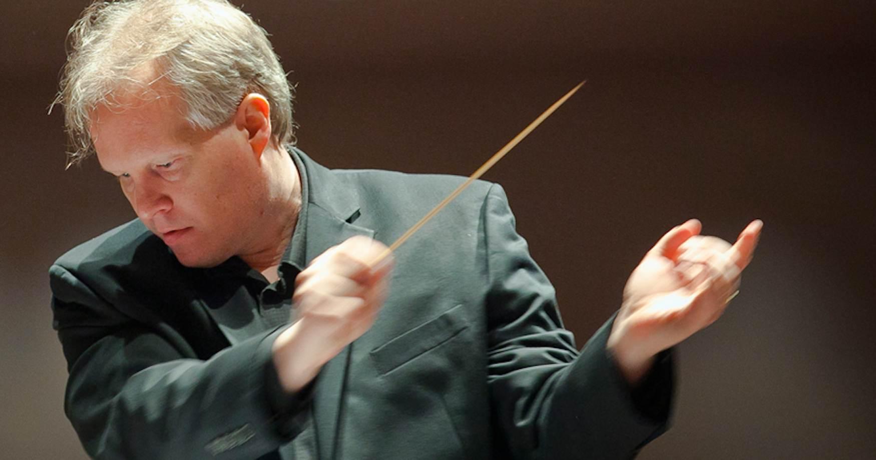Kirk O'Riordan conducting